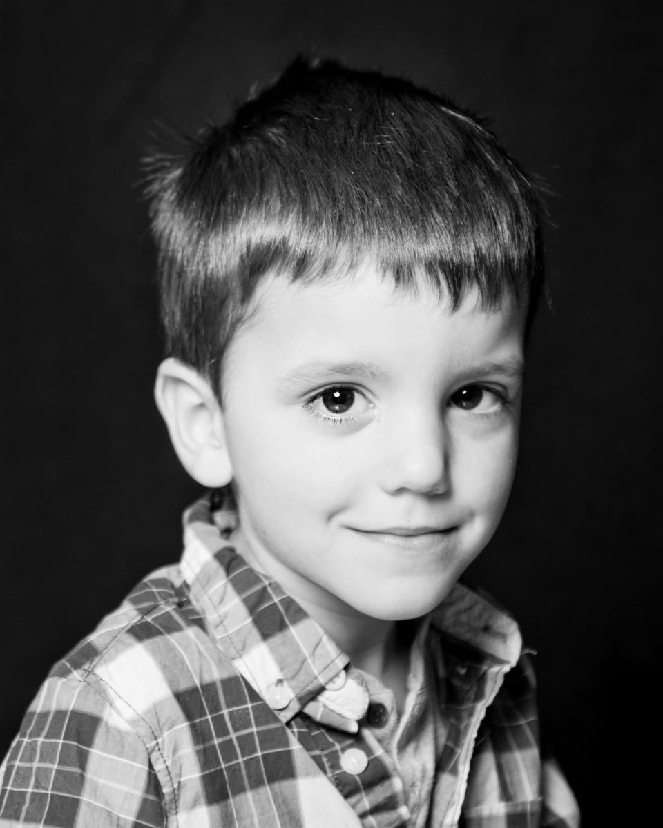 Black-White-nursery-shots-Sandra-Sergeant-Schools-Nursery-Photographer-Basingstoke