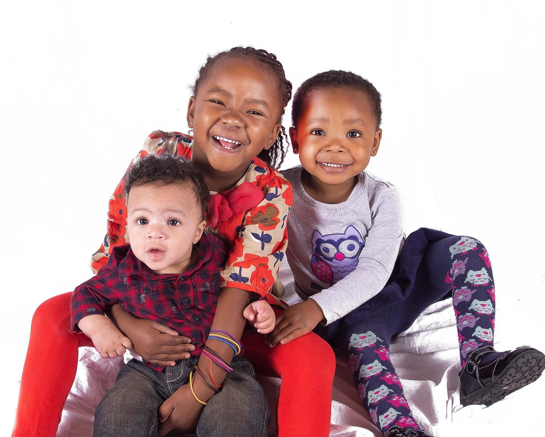 Bring-the-siblings-Sandra-Sergeant-Schools-Nursery-Photographer-Basingstoke