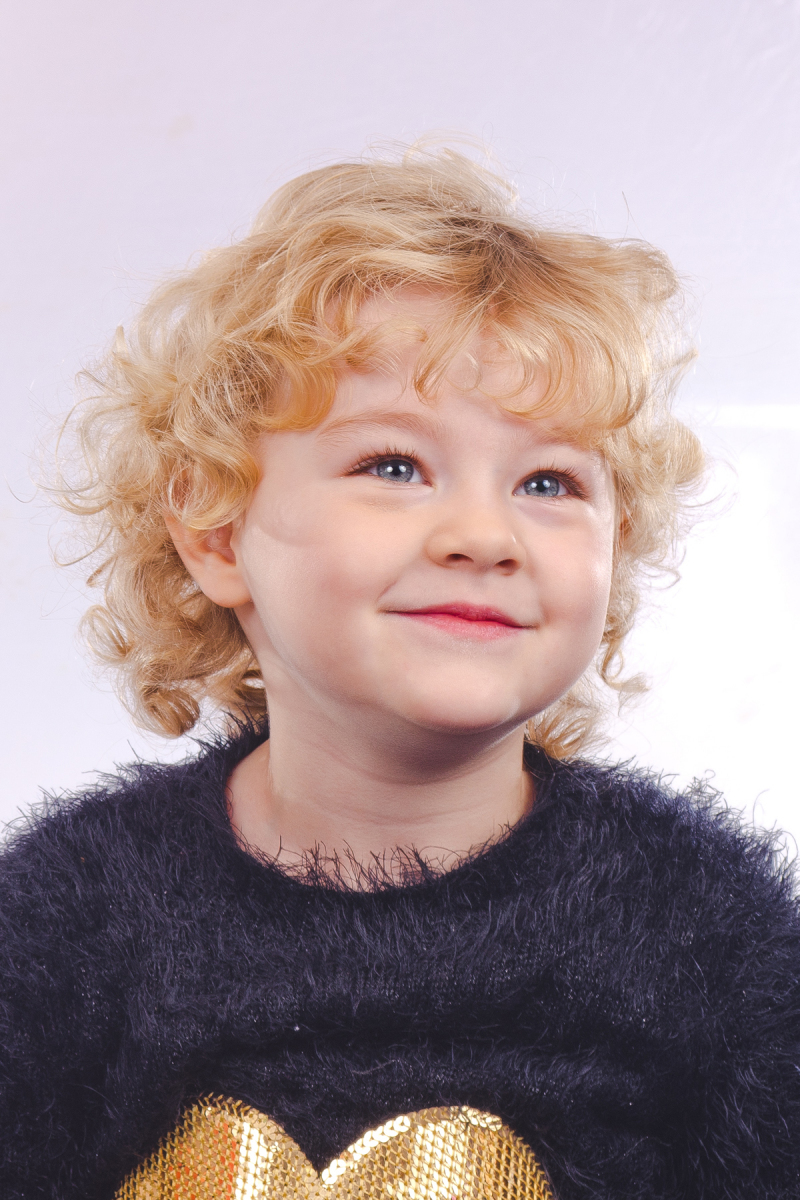 Little-angel-Sandra-Sergeant-Schools-Nursery-Photographer-Basingstoke